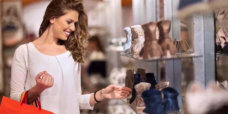 Mulheres são responsáveis por compras em 96% dos lares